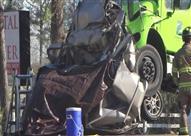 مخاطر نقل الأفراد بواسطة سيارات نقل البضائع تتجلى في حادث.. فيديو