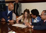 بالفيديو.. حمدي الميرغني يحتضن إسراء عبد الفتاح بعد عقد قرانهما