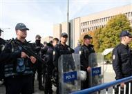 الشرطة الانجليزية تداهم ناديي نيوكاسل وويستهام وتعتقل عدد من الأشخاص