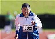 بالفيديو- عجوز بعمر 101 عام تفوز بسباق 100 متر جري