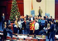 إصابة 8 نواب بالبرلمان المقدوني بعد اقتحام متظاهرين له