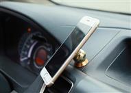 خبير ألماني: هذه سلبيات استخدام حوامل الهواتف المحمولة في السيارات