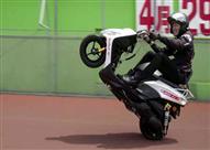 بالفيديو.. ياباني يقود دراجة نارية لمسافة 500 كيلومتر على عجلة واحدة