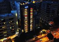 بالصور والفيديو.. سنغافورة تحتضن أكبر ماكينة بيع سيارات في العالم