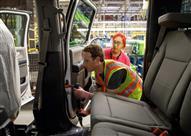 """بالصور.. مؤسس """"فيسبوك"""" عاملًا في مصنع فورد لمدة يوم واحد"""