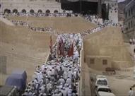 """اليمن.. """"قبر النبي هود"""" يجذب آلاف الزوار"""