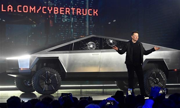 Cybertruck تصل لـ ١٠٠ كم/س في ٢،٨ ثانية وثمنها ٤٠ ألف دولار - صور