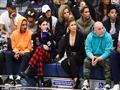 كيم كارداشيان تشاهد مباراة لكرة السلة  (1)