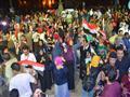 المئات يحتفلون بفوز السيسي أمام القصر الجمهوري بال