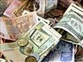 مجموعة من العملات العربية والأجنبية