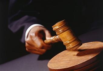 قاض أسباني يأمر باستخراج جثة الرسام سلفادور دالي لإجراء اختبار إثبات نسب