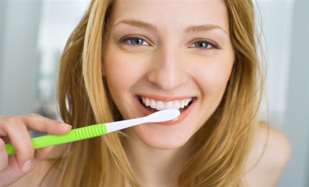 لتجنب مشكلاتها.. 7 نصائح منزلية لحماية أسنانك وتقويتها