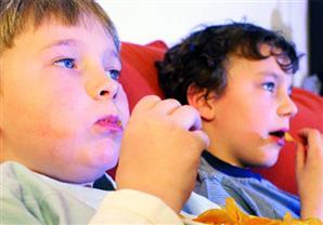 ما حقيقة تأثير تناول السكريات على فرط نشاط الأطفال؟