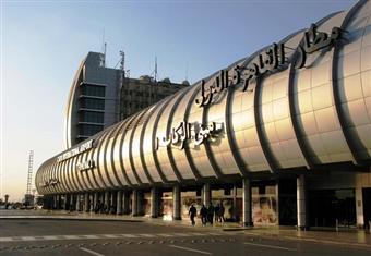 إصابة ضابط ومجندين بمطار القاهرة في حادث تصادم