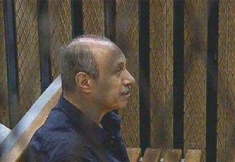 """""""العادلي"""" يصل نيابة وسط القاهرة لتنفيذ حكم سجنه 7 سنوات"""