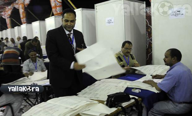 اللجنة المشرفة على انتخابات الزمالك تمنع توزيع المنشورات داخل النادي