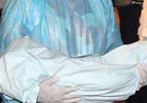 العثور على جثة رضيع حديث الولادة داخل كفن بجوار مقلب قمامة بالمنيب