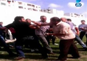 المدرس المعتدي علية من قبل المدير: المدير استعان بالجنزير وأفراد أخرين للاعتداء علي