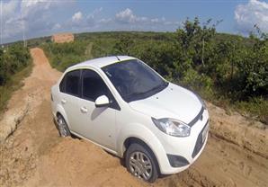 طريقة عبقرية لإنقاذ سيارتك من الوحل