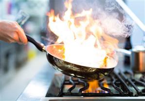 الطريقة المثلى لإخماد حرائق الدهون أثناء التحمير
