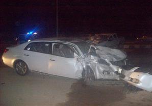 """مصرع 4 أشخاص إثر تصادم سيارتين بـ""""صحراوي قنا"""""""