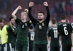 أيرلندا الشمالية تسحق اليونان بثلاثية وتصعد رسميا ليورو 2016 للمرة الأولى في تاريخها