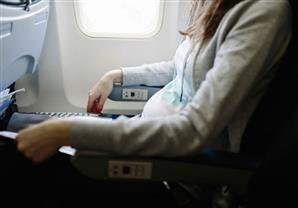 طرق للتغلب على مشكلة انسداد الأذن في الطائرة