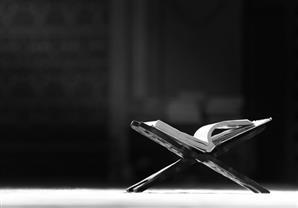 بالصور.. 10 مشاهير يعيشون مع كتاب الله