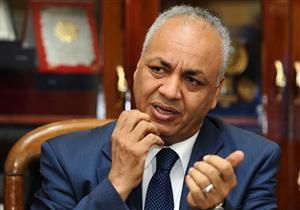 مصطفى بكري يطالب بفرض حالة الطوارئ وحظر التجول