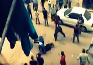 رجل يحاول ذبح زوجته في الشارع ببنها