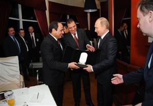 """""""بوتين والسيسي"""".. دعم وهدية وارتقاء في العلاقات الثنائية"""