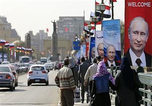 """بوتين يبدأ محادثاته في مصر مع """"الشريك الموثوق"""" لروسيا"""