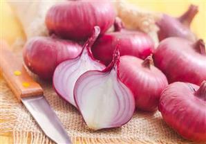 تحذيرات أمريكية من تناول البصل الأحمر.. تعرف على السبب