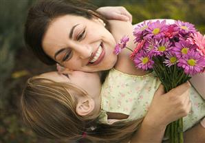 10 أفكار لإسعاد والدتك في عيدها
