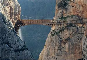 جسر المشاة الأكثر رعباً في العالم