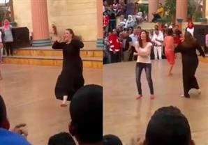 ريهام سعيد تعرض رقص فتاة محجبة بدريم بارك