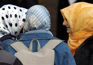 ألمانيا: تعويض معلمة مسلمة بعد رفض طلب تقدمها لوظيفة بسبب حجابها