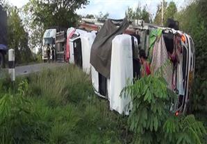 حادث تحطم شاحنة محملة بمركبات هايلوكس 2016 في تايلاند