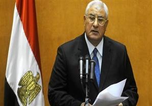 عدلي منصور يبكي خلال حفل إطلاق كتاب يوثق فترة حكمه