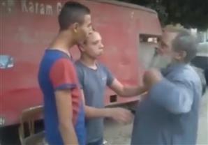 شاب يحرق لحية مسن لرفضه نصيحته