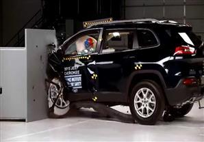 اختبار تصادم لسيارة جيب شيروكي 2015