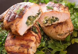 طريقة صحية وشهية لتحضير الدجاج بالسبانخ والجبن