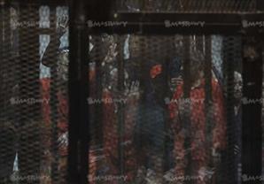 """حجازي والبلتاجي بالبدلة الحمراء وبديع على كرسي خشبي في """"اقتحام السجون"""""""