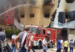 عدسة مصراوي ترصد لحظة إخماد حريق مصنع العبور (فيديو)