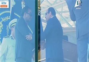 السيسى يقبل رأس العقيد ساطع النعمانى في مشهد مؤثر باكاديمية الشرطة