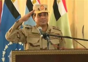 بالفيديو- السيسى يؤدى التحية العسكرية للجنود وأُسر الشهداء