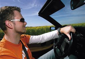النظارة الشمسية المناسبة لقيادة السيارة