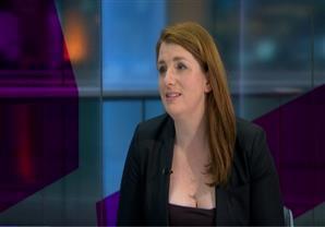 بريطانيون ينتقدون ملابس برلمانية أثناء مقابلة تلفزيونية
