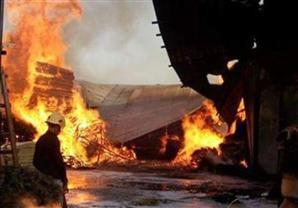 وفاة عامل وإصابة 7 آخرين في حريق مصنع بدمياط الجديدة