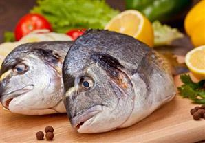 السمك غني بالفوائد الصحية.. كم قطعة يجب تناولها أسبوعيًا؟